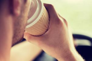 Víte, kolik řidiči vypijí za rok kávy? Stovky milionů šálků